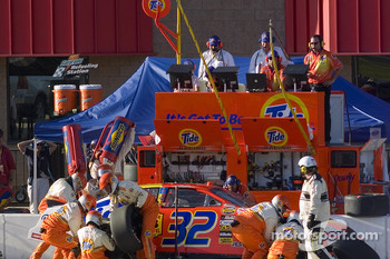 Bobby Hamilton Jr. pitstop