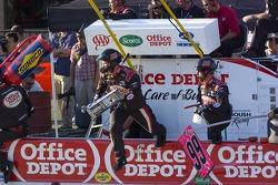 Carl Edwards pitstop