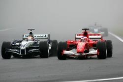 Antonio Pizzonia and Rubens Barrichello battle