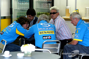 Fernando Alonso, Flavio Briatore and Pat Symonds