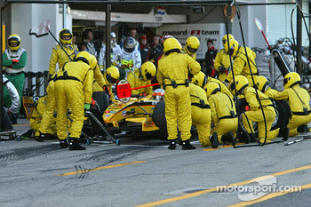 Pitstop for Narain Karthikeyan