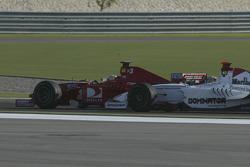 Ernesto Viso and Nico Rosberg battle