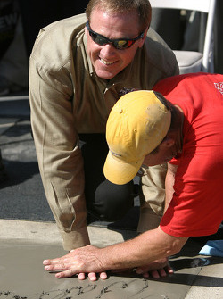 Rusty Wallace Court of Legends induction: Rusty Wallace imprints his hands