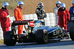 Pastor Maldonado, Lotus F1 E23 stops on the circuit