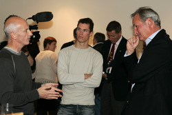 Richard Noble talks with Gary Savage and Alan van der Merwe