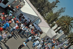 Overview of autograph crowd
