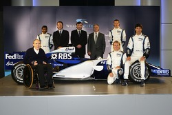 Alexander Wurz, Mark Webber, Nico Rosberg and Narain Karthikeyan with Frank Williams and the new Williams FW28