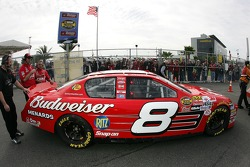 Fans cheer as Dale Earnhardt Jr. heads to track