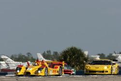 #7 Penske Motorsports Porsche RS Spyder: Timo Bernhard, Romain Dumas, Patrick Long, #4 Corvette Racing Corvette C6-R: Oliver Gavin, Olivier Beretta, Jan Magnussen