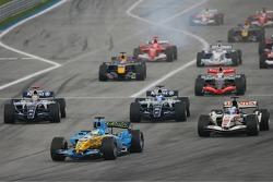 Start: Giancarlo Fisichella takes the lead