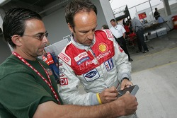 Marco Werner signs an autograph