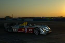 Sunset racing for #2 Audi Sport North America Audi R10 TDI Power: Rinaldo Capello, Tom Kristensen, Allan McNish