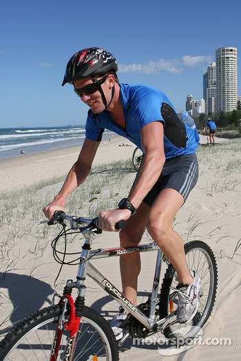 Red Bull fitness training in Surfers Paradise: Robert Doornbos
