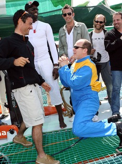 Poseidon Operation: Prince Albert of Monaco prostrates before sailor Franck Cammas