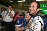 Erik Comas celebrates with Pescarolo Sport team members