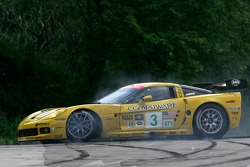 Spin for #3 Corvette Racing Corvette C6-R: Ron Fellows, Johnny O'Connell