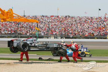 Crash at first corner: Juan Pablo Montoya and Mark Webber