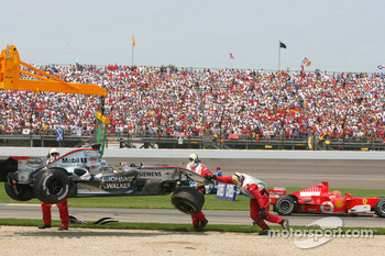 Crash at first corner: Juan Pablo Montoya