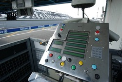 Start procedure controller of Charlie Whiting