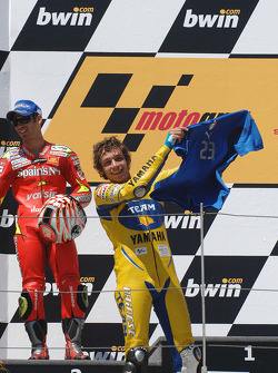 Podium: race winner Valentino Rossi puts on the Team Italia shirt