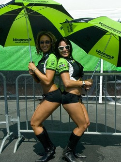 Kawasaki umbrella girls