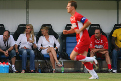 Spiel des Herzens, F1 Superstars plays against the RTL Superstars UNESCO event: Corina Schumacher watches the game on the field