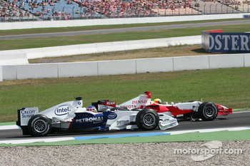 Ralf Schumacher and Jacques Villeneuve collide on the first lap