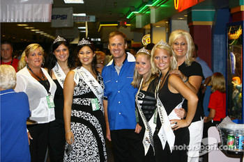 Jeff Gordon Foundation bowling tournament: Rusty Wallace and the lovely 500 Festival princesses
