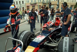 Running bulls rendez-vous in Budapest: Neel Jani and his crew