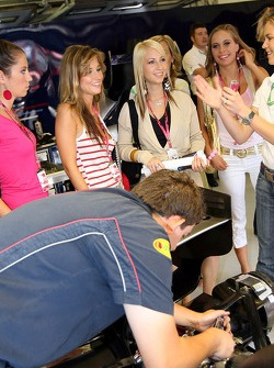 Cathrin Schoenebeck with Formula Unas girls in the garage of Red Bull Racing