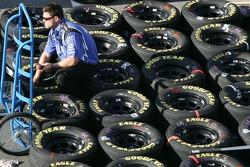 Alltel Dodge crew member prepares wheels