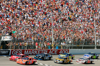 Start: Jeff Burton and Elliott Sadler lead the field