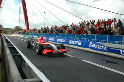Christijan Albers in the MidlandF1 car on the Willemsbridge