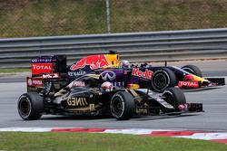 Romain Grosjean, Lotus F1 Team and Daniel Ricciardo, Red Bull Racing