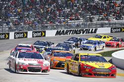 Restart: Joey Logano, Team Penske Ford, Ryan Newman, Richard Childress Racing Chevrolet