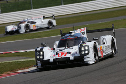 #17 Porsche Team 919 Hybrid: Timo Bernhard, Mark Webber, Brendon Hartley and #18 Porsche Team 919 Hybrid: Romain Dumas, Neel Jani, Marc Lieb