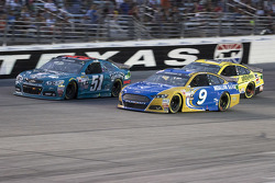 Justin Allgaier, HScott Motorsports Chevrolet and Sam Hornish Jr., Richard Petty Motorsports Ford
