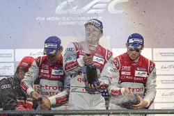 Podium: Benoit Tréluyer, Andre Lotterer, Marcel Fassler, Audi Sport Team Joest