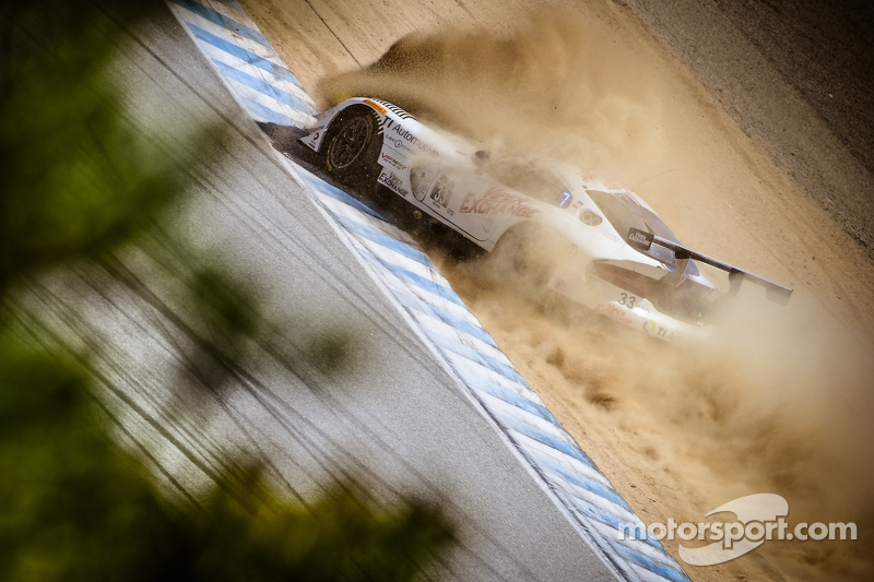 #33 Riley Motorsports SRT Viper GT3-R: Ben Keating, Jeroen Bleekemolen crashes