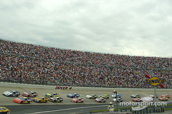 Start: Jeff Gordon and Ryan Newman lead the field