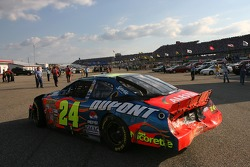 Jeff Gordon heads back to track