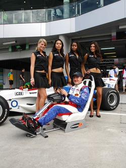 Team photo: Tomas Enge with the playseat girls
