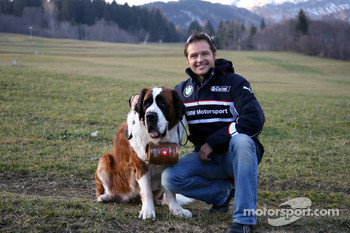 Andy Priaulx and a St. Bernhardshund