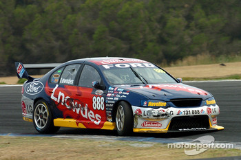 The damaged steering ended Craig Lowndes' hopes of the 2006 title