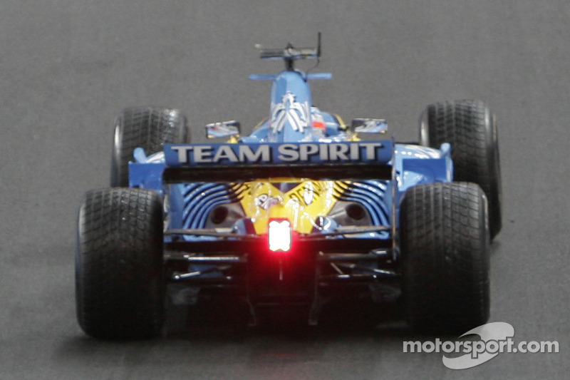 Jonathan Cochet has a demo run with the Renault R26 F1