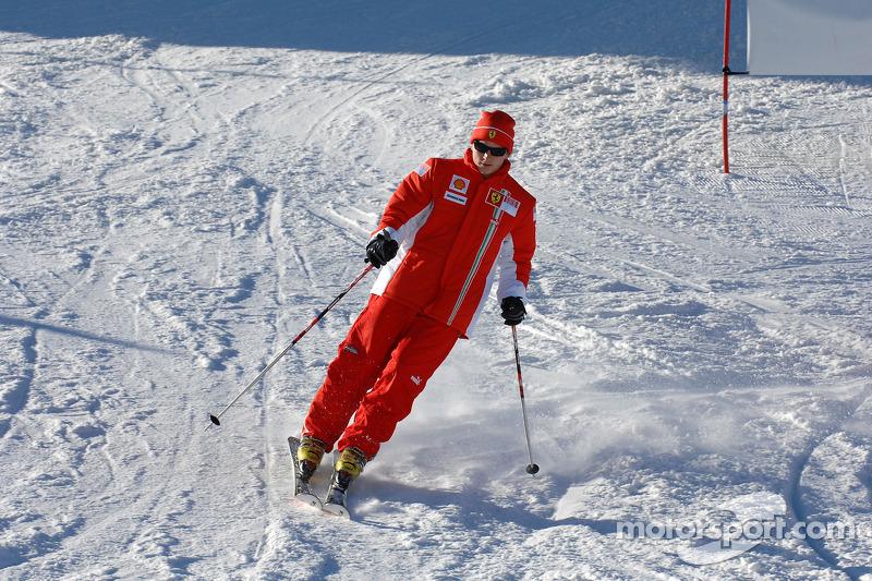 Kimi Raikkonen on ski