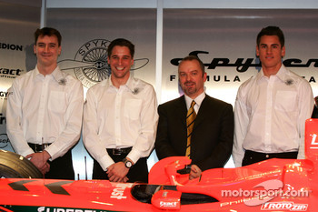 James Key, Christijan Albers, Mike Gascoyne and Adrian Sutil
