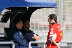 Franz Tost, Scuderia Toro Rosso, Team Principal, Gerhard Berger, Scuderia Toro Rosso, 50% Team Co Owner, talk with a Ferrari engineer
