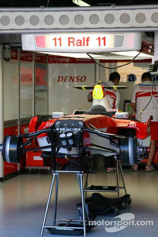Ralf Schumacher, Toyota Racing, Pit Garage