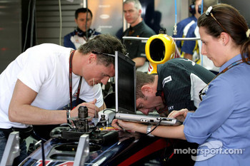 David Coulthard, Red Bull Racing, with an FIA Engineer